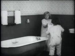 Een Amerikaanse reclamefilm voor een roestvrij korset uit 1910
