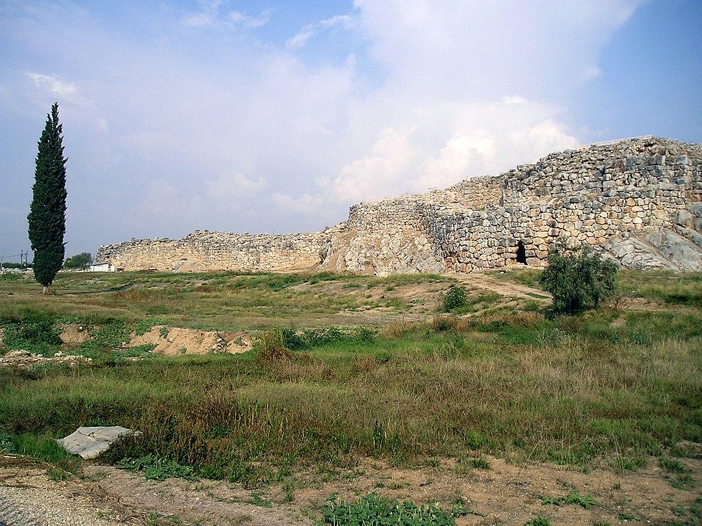 Руины города  Циклопические сооружения