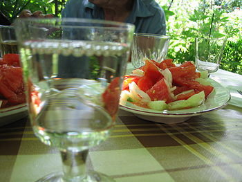 English: Tomato, cucumber and onion salad. Бъл...