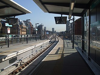 Tower Gateway DLR station - Image: Tower Gateway DLR stn departure platform look east 2