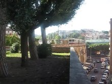 File:Train crossing Vatican Railway viaduct over Via Aurelia in Rome.webm