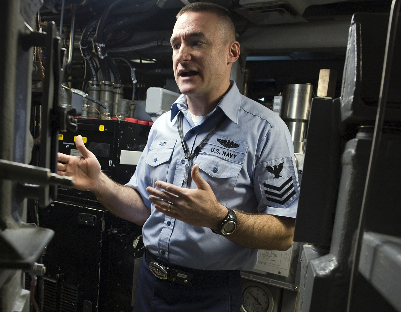 File:US Navy 090108-N-3333H-003 Machinist's Mate 1st Class Steven ...