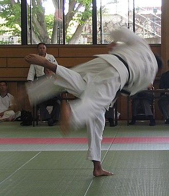 Uchi mata - Two practitioners demonstrate the uchi-mata throw