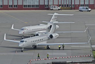 Rolls-Royce BR700 - A G550 in front of a Global Express: the BR710 main applications