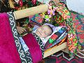 Urazmat-Bébé emmailloté à la façon ouzbek (4).jpg