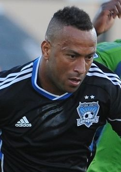 Víctor Bernárdez San Jose Earthquakes (cropped).jpg