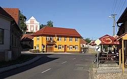 Velké Hostěrádky - centrum obce.jpg