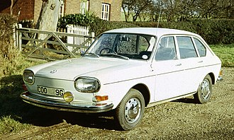 Volkswagen Type 4 - 1968 Volkswagen 411L 4-door saloon. 1968 models are distinguished by their single rectangular covered headlamps