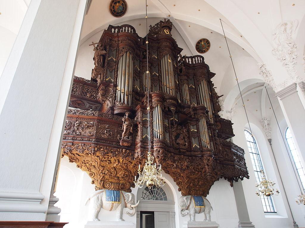 Orgue gigantesque de la Vor Frelsers Kirke (église Saint Sauveur) de Copenhague.