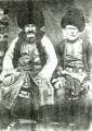 Xınalıq kəndi. Kişilər milli geyimdə (1880).png