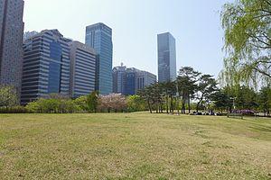 Yeouido Park - Image: Yeouido Park Lawn 201604