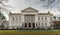 Zachęta - budynek z oddalenia.jpg