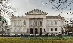 Zachęta - Image: Zachęta budynek z oddalenia