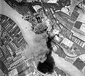 (ekkor Szőny településrésze) 1944. augusztus 9., az olajfinomító bombázása. Fortepan 15902.jpg
