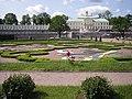 Большой дворец в Ораниенбауме на фоне садово-паркового искусства (2013).jpg