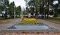 Братская могила воинов Красной Армии у железнодорожной станции Крюково 11.jpg