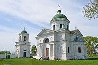 Дзвіниця та церква в Петрівському.jpg