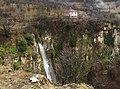 Къща над водопада.jpg