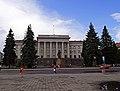 Луцьк - Площа з адміністративними будівлями, житловими будинками, сквером P1080115.JPG