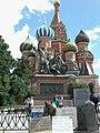 Минин и Пожарский на фоне храма Василия Блаженного.jpg