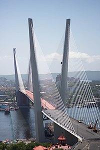 Мост через бухту Золотой Рог, июль 2012.jpg