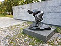 Памятник Булыжник - оружие пролетариата. Вид стены и памятника.jpg