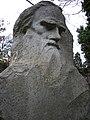 Памятник Л.Н,Толстому у дворца Голицына в Гаспре.jpg
