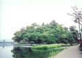隈町三隈川沿岸より望む亀山公園.png