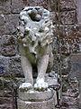 027 Castell de Santa Florentina (Canet de Mar), lleó a banda i banda de l'entrada.JPG