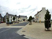 030 Scrignac La place principale du village.JPG