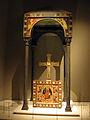 041 Baldaquí de Toses, altar de Sant Romà de Vila i creu de Bagergue.jpg