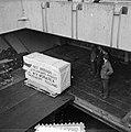 1.000.000ste rubbersponsen leverantie naar Egypte, Bestanddeelnr 906-1552.jpg