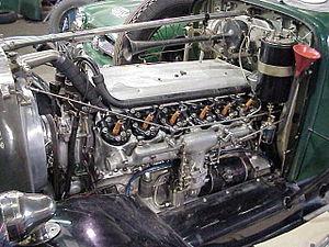 Daimler Double-Six sleeve-valve V12 - Engine nearside