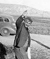 1938 ברל כצנלסון ליד תחנת רכבת העמק ארלוזורוב אפיקים btm11265 (cropped).jpeg