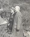 1953.04 애완견 해피와 산책중인 이승만 박사 부부.png