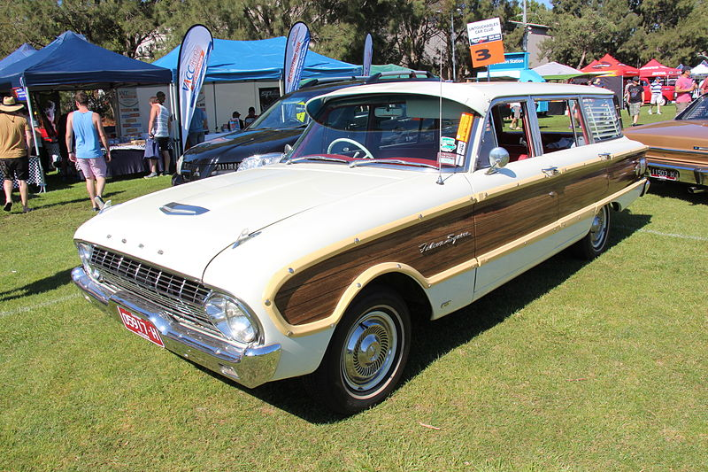 پرونده:1962-64 Ford XL Falcon Squire Wagon.JPG