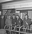 1963 Visite de Mrs Georges Pompidou et Edgard Pisani au CNRZ-6-cliche Jean Joseph Weber.jpg