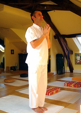 Surya Namaskār - Image: 1Pranamasana