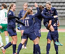 4125cbb611 Um exemplo de comemoração de gol em grupo foi entre PSG e Saint-Étienne
