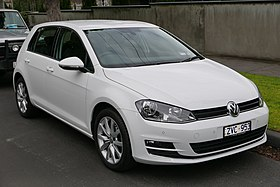 2013 Volkswagen Golf (5G MY13) 103TSI Highline 5-door hatchback (2015-07-24) 01.jpg