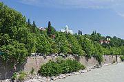 2014 Kutaisi, Rzeka Rioni widziana z Mostu Łańcuchowego (04).jpg