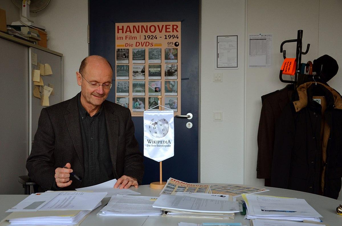 File 2015 01 01 Dr Peter Stettner Hochschule Hannover University Of Applied Sciences And Arts Gesellschaft Fur Filmstudien E V Gfs 4 Jpg Wikimedia Commons