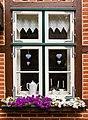 2015 07 14 003 Fenster mit Blumenkasten.jpg