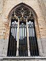 2016-Maastricht, St-Servaasbasiliek, Pandhof, oostelijke kloostergang, raam 2.jpg