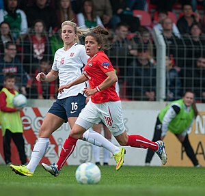 Elise Thorsnes - Thorsnes (left) playing for Norway in 2016