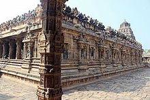 dravidian architecture pillar in airavatesvara temple darasuram