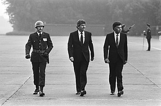 Felipe González - Felipe Gonzáles (right) arriving at Ypenburg Airport with Ruud Lubbers, Prime Minister of the Netherlands, 1985