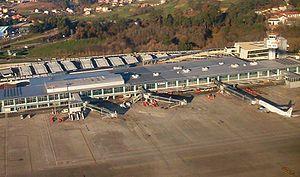 Vigo–Peinador Airport - Image: Aeropuerto de Vigo, foto aerea