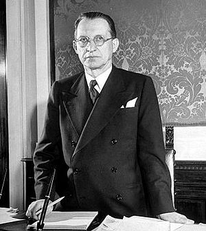 Alcide De Gasperi - Alcide De Gasperi in his office in Palazzo Chigi.