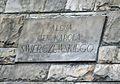 Aleja Solidarności zachowana tablica al. Świerczewskiego na murze oporowym.JPG